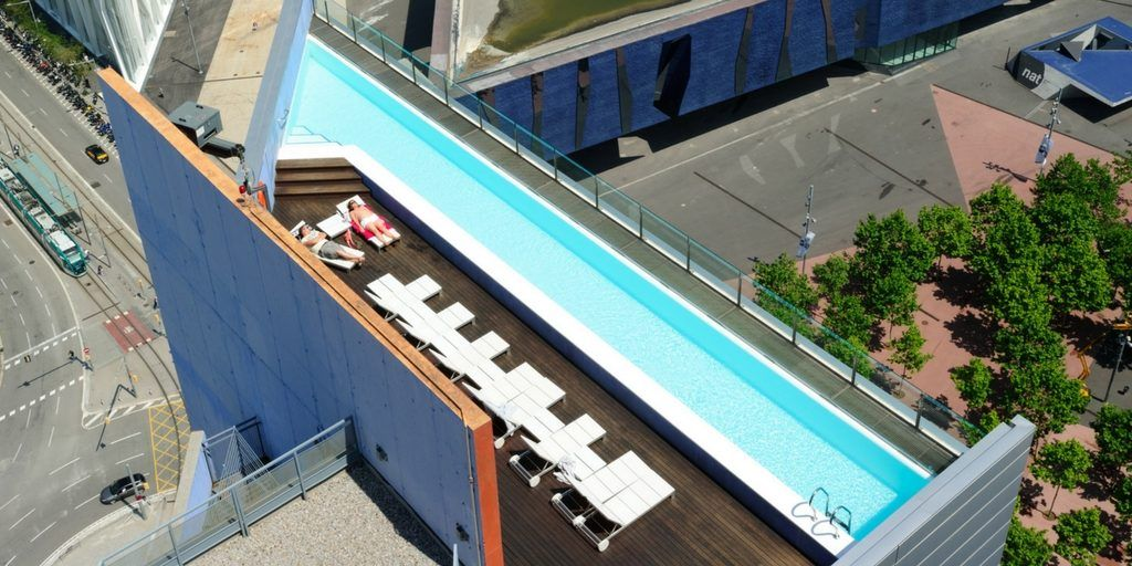 Swimming pools in barcelona to go for a dip on a hot day for Piscina barcelona